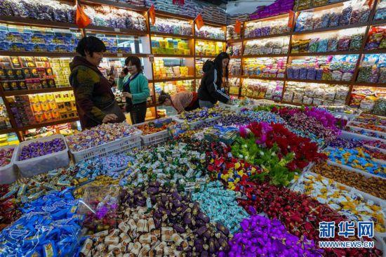 (社会)(1)新疆:小城边贸市场节前兴旺