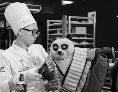 """苏州95后制作""""音乐熊猫""""面包惊艳烘焙世界杯"""