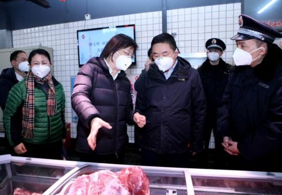 严控疫情,上海已取缔48家非法活禽交易点,立案查处2起口罩价格违法行为