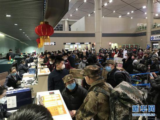 (新型冠状病毒感染的肺炎疫情防控)(1)黑龙江省援助医疗队奔赴武汉