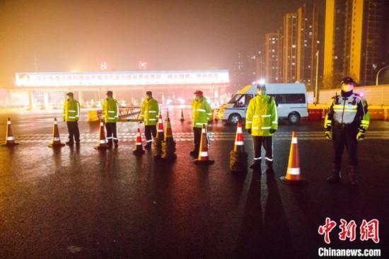 武汉警方启动最高等级勤务全警投身疫情防控阻击战