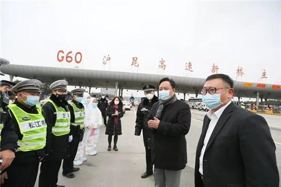 上海:防控疫情,�h旗在�@�e�h�P