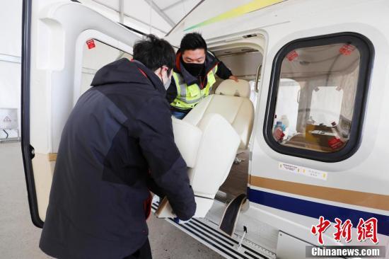 「ヘリ宅配男子」、緊急医療物資を湖北に直送