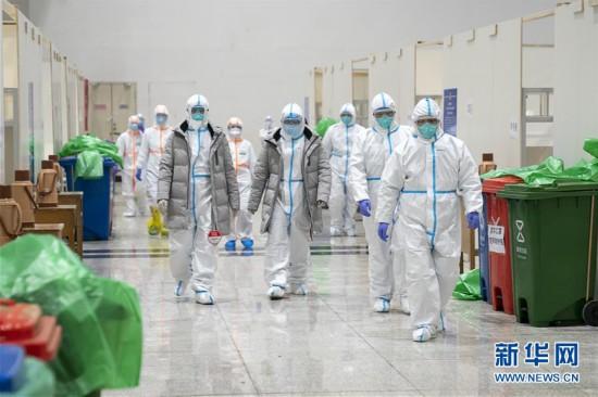 (聚焦疫情防控)(1)武汉首个方舱医院开始收治病人