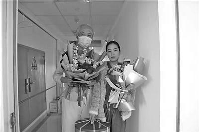 """""""对称日""""盐城隔离病区两代医护人许下生日愿望"""