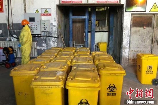 新型肺炎関連の医療廃棄物を処分する特別な「白衣の戦士」たち 寧夏
