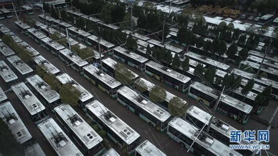 (聚焦疫情防控)(1)武汉:停摆的公交