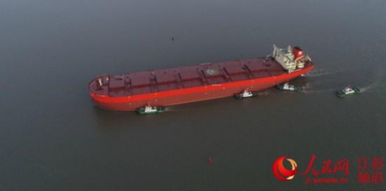 图为长江江苏段2020年首艘出江试航的新造船舶。江苏海事供图
