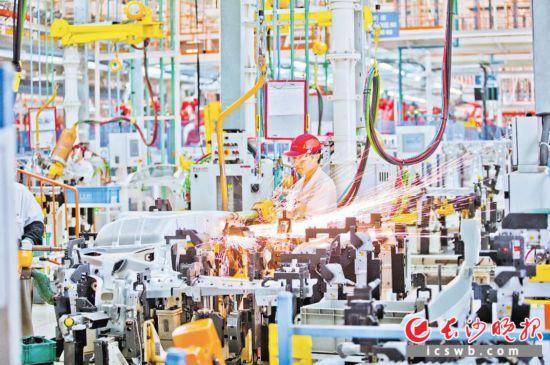 """长沙汽车产业打响复工战""""疫"""""""