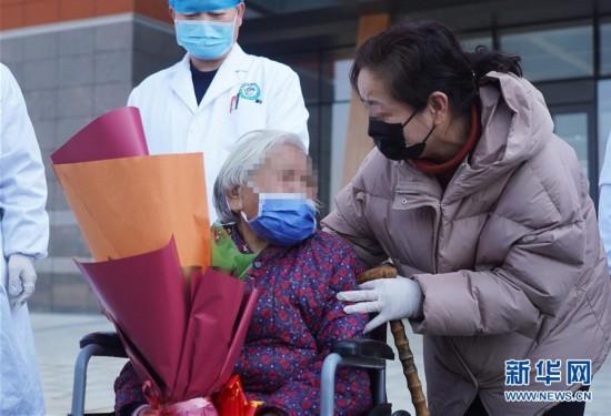 (聚焦疫情防控)(1)九旬新冠肺炎患者治愈出院