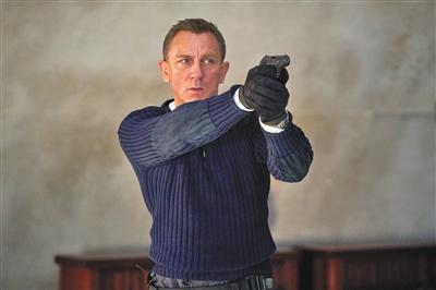 """《007:无暇赴死》""""牙叔""""示威邦德新预告片放出"""