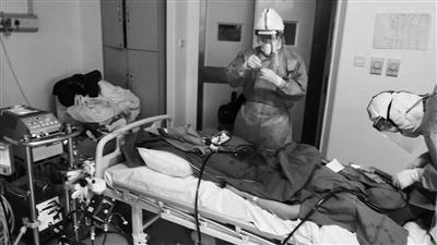 """一位ICU医生的武汉""""病毒战记"""": 与死神赛跑,给五位病人用了""""救命神器"""""""