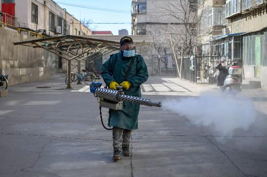 银川志愿者自筹资金15万为老旧小区消毒
