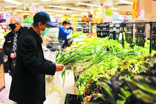 蔬菜水果不断档不脱销 四川省零售业企业复工率超80%