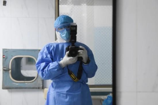 """战""""疫""""实录:在与病毒贴身肉搏的ICU采访"""