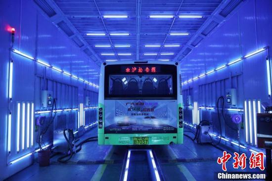 上海の路線バスが紫外線消毒技術で車体の「内から外まで」徹底消毒