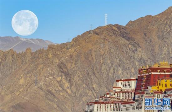 """(社會)(5)拉薩:""""超級月亮""""現天宇"""