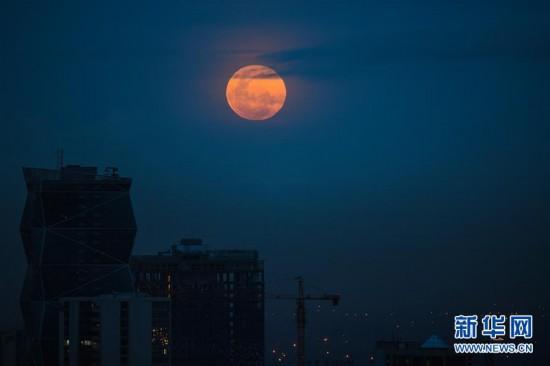 """(新华视界)(1)""""超级月亮""""现夜空"""