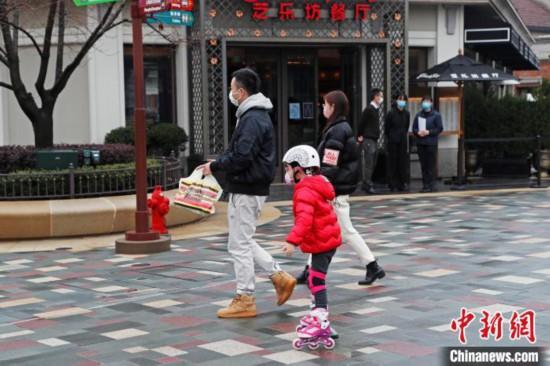 上海ディズニータウンが営業再開、ゲスト第一陣を迎える