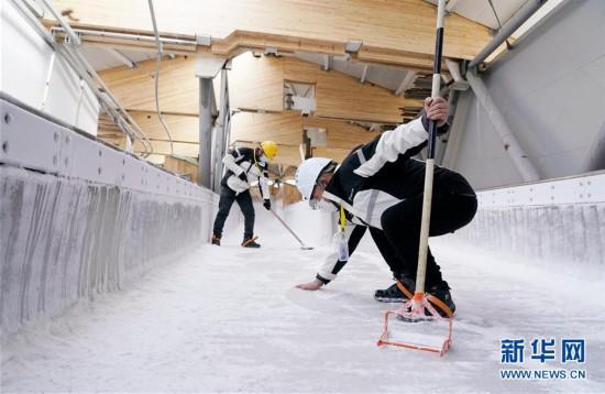 (体育)(3)国家雪车雪橇中心赛道制冰完成