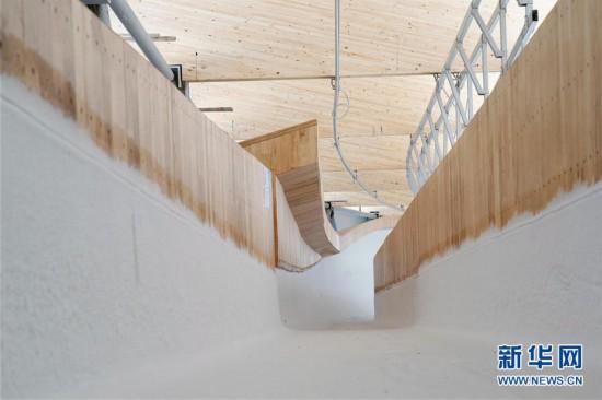 (体育)(5)国家雪车雪橇中心赛道制冰完成