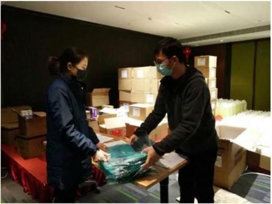 中国记协向湖北疫情防控一线的新闻工作者捐赠防护物资