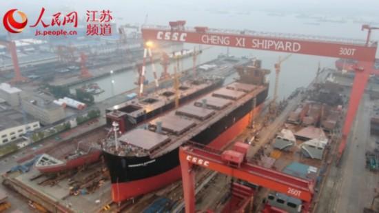 载重70000吨木屑船在江苏扬州成功下水