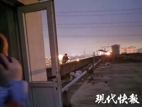 蘇州男孩要跳樓 民警:我的游戲段位很高送你