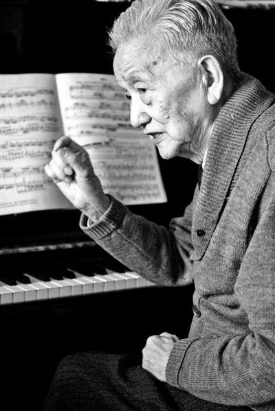 92岁老作曲家创作抗疫新歌