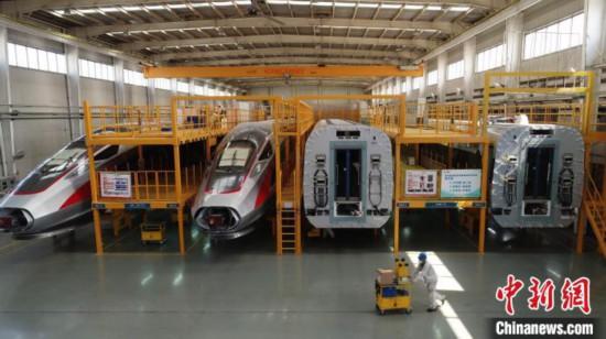 中車四方、操業再開後初の高速鉄道車両「復興号」がラインオフ