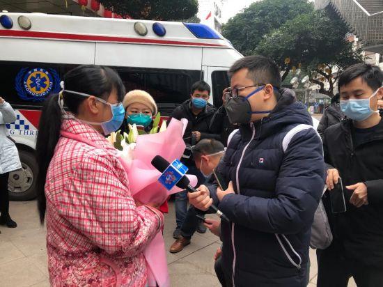 """重报集团9名青年记者火线入党:奋战在抗""""疫""""采访最前沿"""