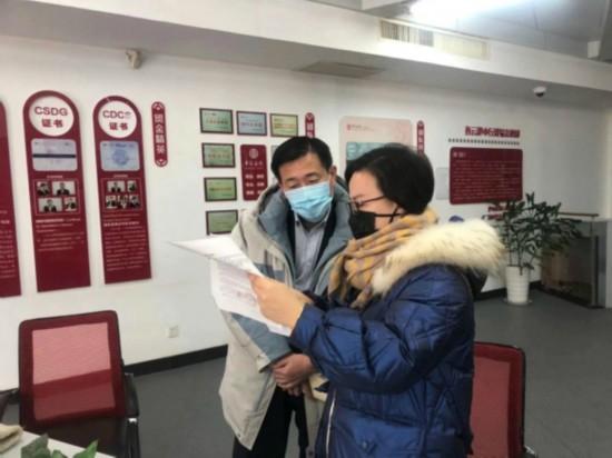 江蘇中行員工解答客戶國際匯款問題