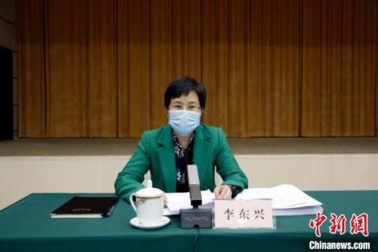 广西台办主任李东兴介绍2019年广西海峡两岸产业合作区建设情况。 汤锋年 摄