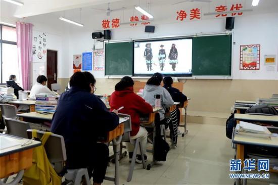 (图片故事)(1)坚守,为了453名学生