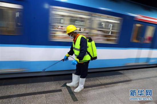 (國際疫情)(1)防范疫情:開羅地鐵進行消毒