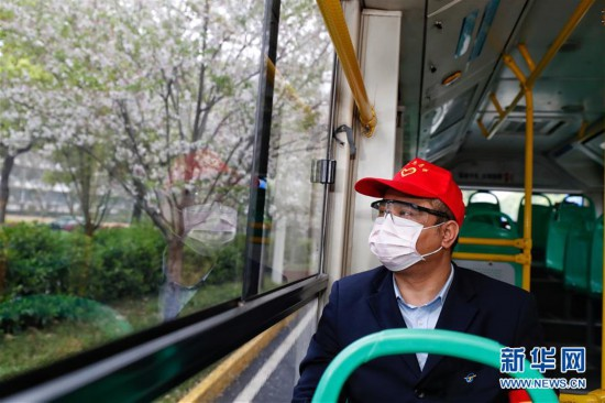 (聚焦疫情防控)(1)武汉市部分公交车恢复开行