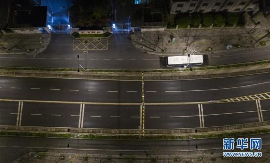 (聚焦疫情防控)(10)武汉市部分公交车恢复开行