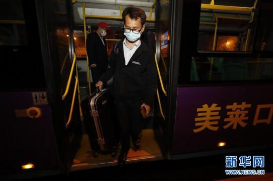 (聚焦疫情防控)(7)武汉市部分公交车恢复开行
