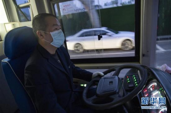 (聚焦疫情防控)(14)武汉市部分公交车恢复开行