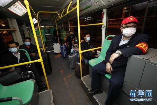 (聚焦疫情防控)(6)武汉市部分公交车恢复开行