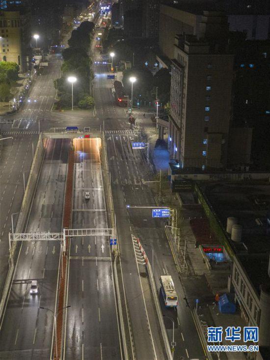 (聚焦疫情防控)(9)武汉市部分公交车恢复开行