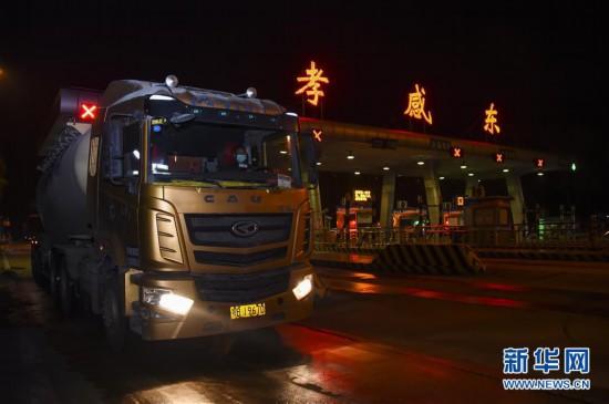 (聚焦疫情防控)(1)湖北:武汉以外地区解除离鄂通道管控