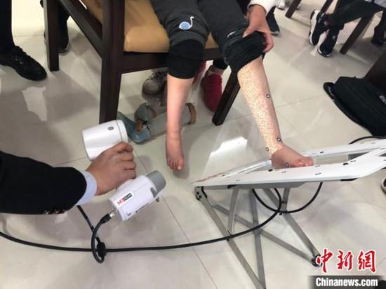 甘肃将救助5000余名残疾儿童:康复训练适配辅助器具