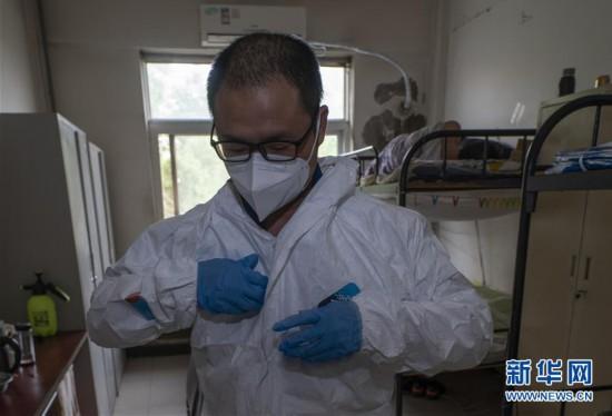 (聚焦疫情防控)(1)医疗废物处置人员:特殊战场战病毒
