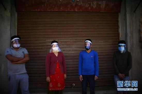 (国际疫情・新华视界)(1)尼泊尔:自制防护面具
