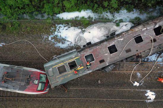 (XHDW)(1)京广铁路火车脱轨已造成1死127伤