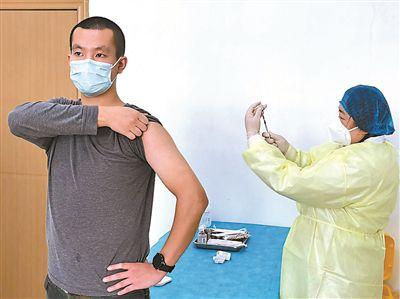 首批新冠疫苗志愿者:勇敢的特殊编号人