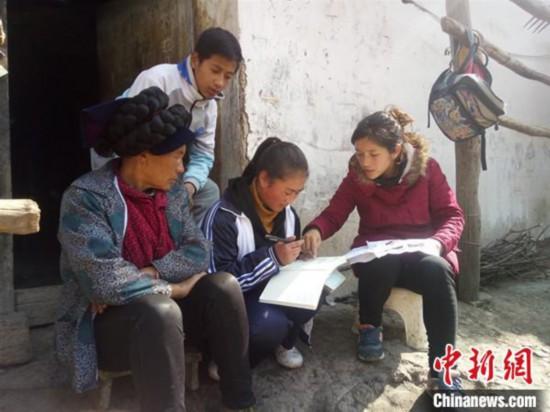 """四川凉山""""爱心使者""""教育扶贫10年救助贫困学子2500余人次"""