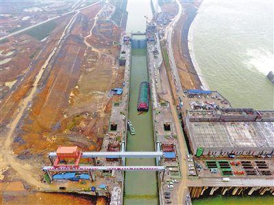 大藤峡水利枢纽船闸首次试航成功