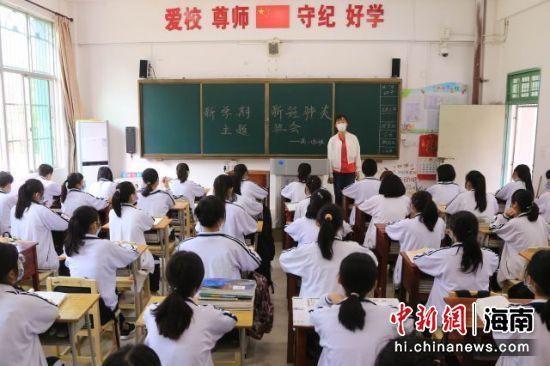 海南省定安再次迎来开学潮10460名学生返校